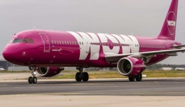 A WOW Air A321