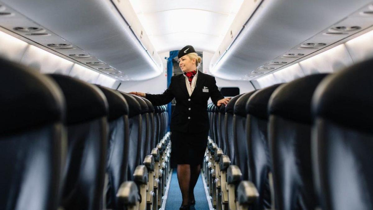 How Many Days Does A Flight Attendant Work In A Month