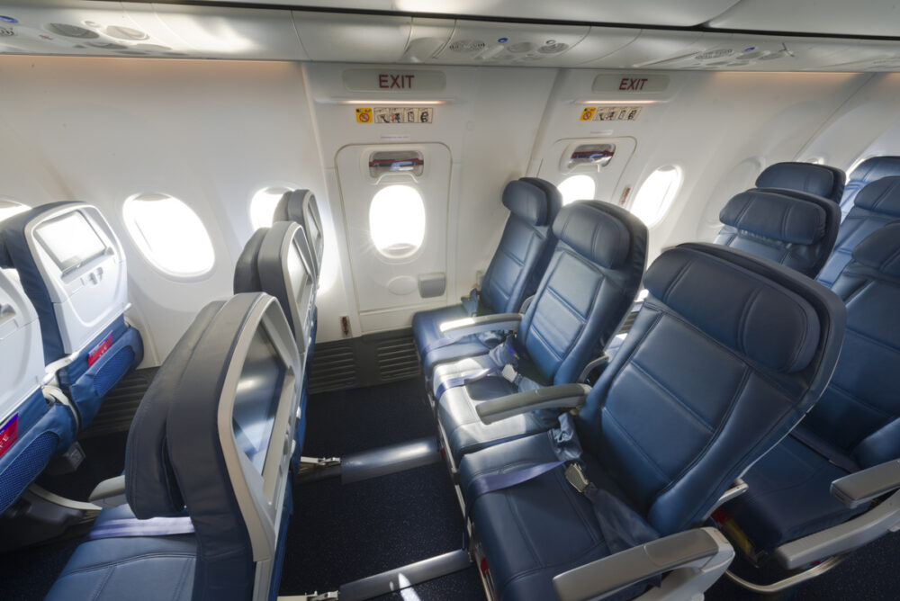 Delta 737-900 interior