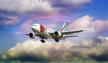 Emirates 777 landing