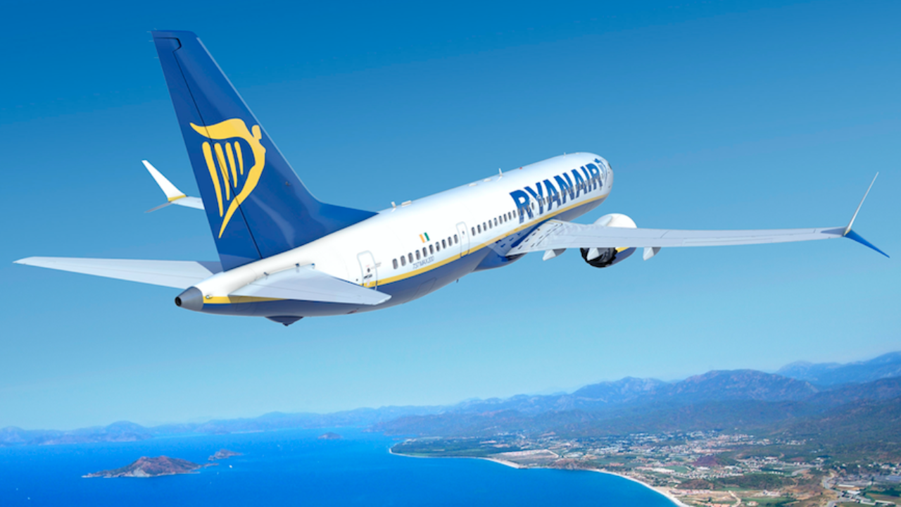 A Look At Ryanair's Crazy 200 Seat Boeing 737 - Simple Flying
