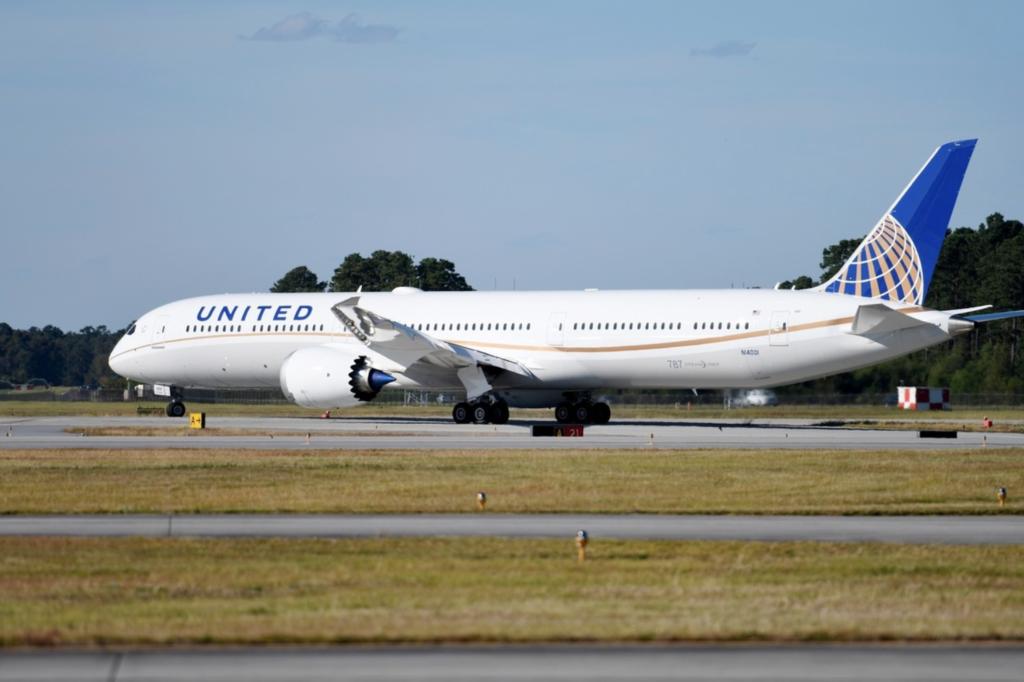 United B787