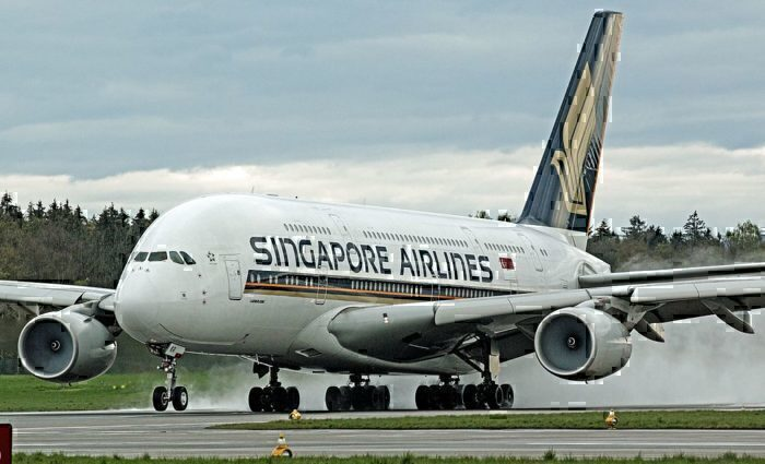 Singapore_Airlines_A380_9V-SKR_at_LSZH_(26465049242)