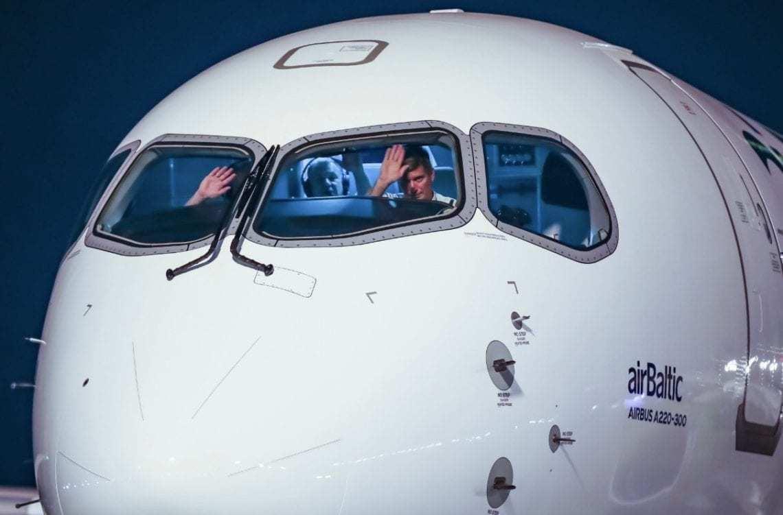 Air Baltic A220 Crew