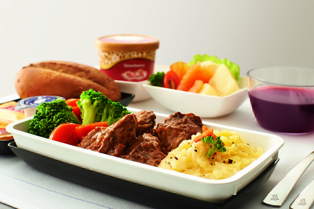 Singapore Airlines Passenger Finds Human Tooth In In-Flight Meal