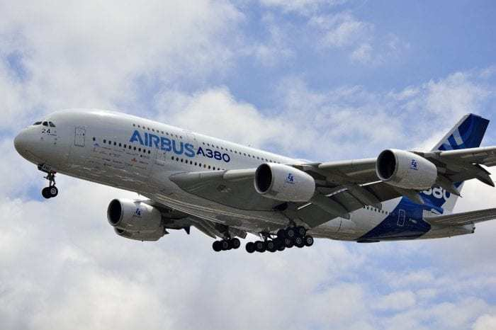The Airbus A380 vs Boeing 747 - What Plane Is Best? - Simple