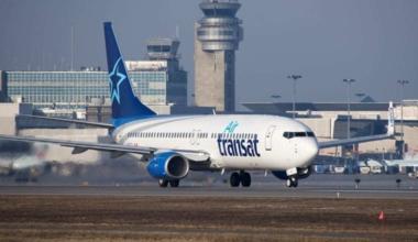 Air_Transat_Boeing_737-800_C-FTCX_(26070361755)_(2)