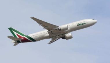 Alitalia,_Boeing_777-200ER_EI-DBK_NRT_(25765128983)