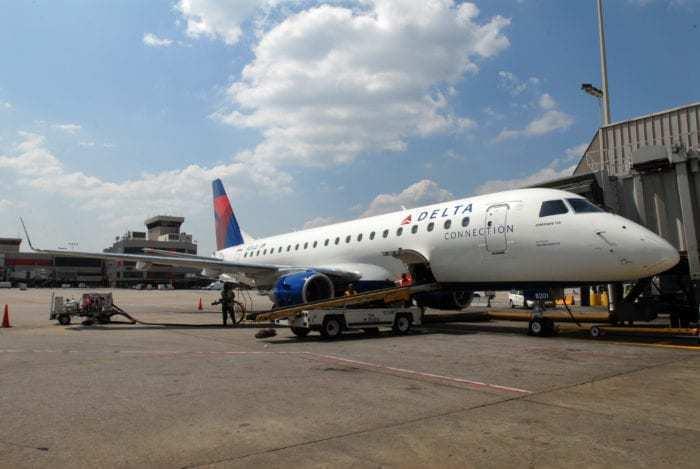 Bird Strike Prompts Skywest Embraer 175 Diversion