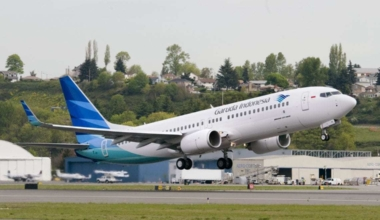 Garuda Indonesia YL770 3243 (GIA) 737-800 Take off Boeing Field