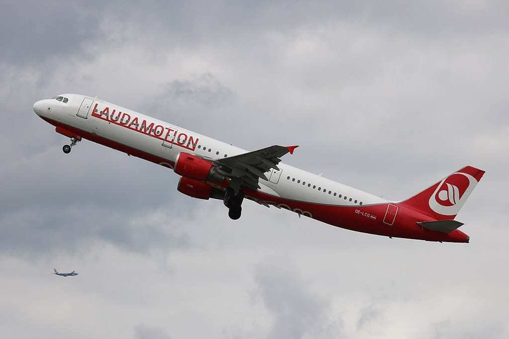 Laudamotion Airbus A321 in flight