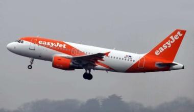 An EasyJet A320