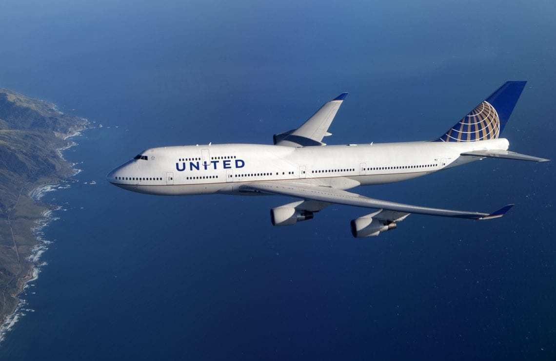 United Airlines retired 747 in flight