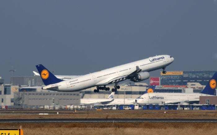 Lufthansa A340 widebody