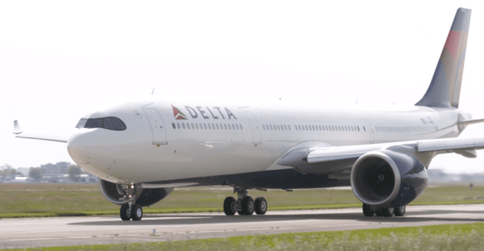 Delta A330neo side