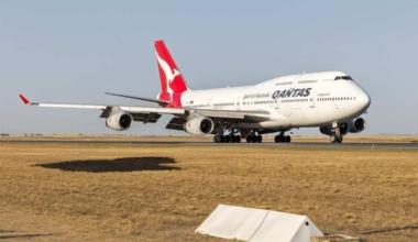 Qantas_(VH-OJU)_Boeing_747-438(ER)_at_Avalon_Airport_(1)