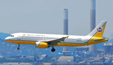 Royal_Brunei_Airlines_Airbus_A320-232;_V8-RBS@HKG;04.08.2011_615me_(6207883226)