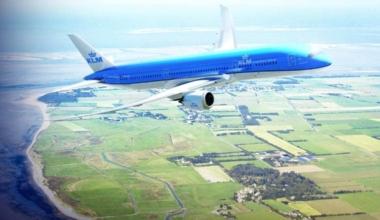 KLM 787-900 in flight
