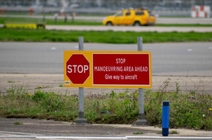 Runway/taxiway stop sign