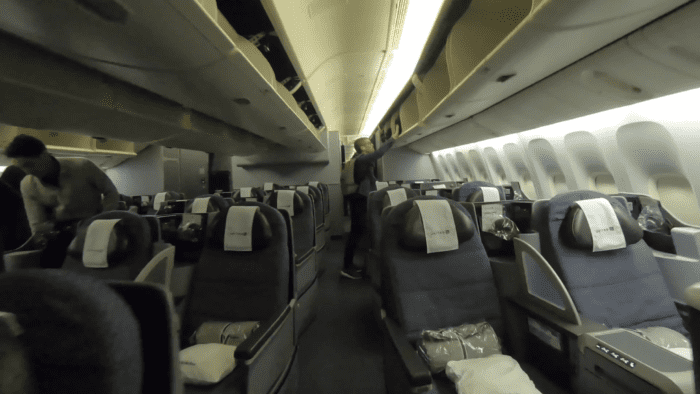 Reviewing United Premium Service: Transcon Boeing 777-200