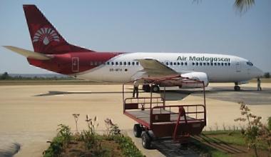 Air Madagascar Boeing 737-300, Tulear Airport