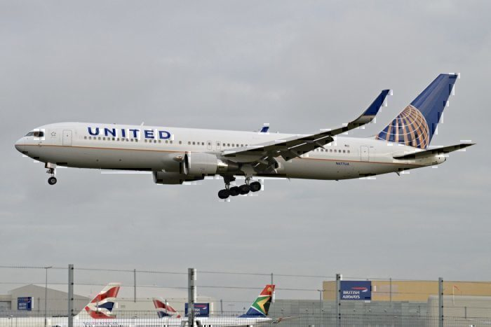 United Cleans Plane After Passengers Get Ants In Their Pants