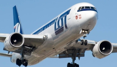 LOT Polish Airlines won't cancel Boeing 737 MAX order