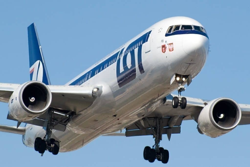 LOT Polish Airlines Won't Cancel Boeing 737 MAX Order - Simple Flying