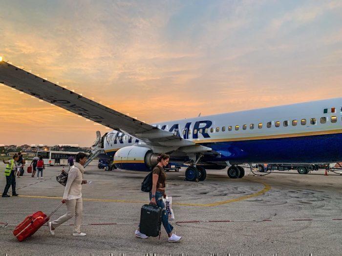 boarding-ryanair-737