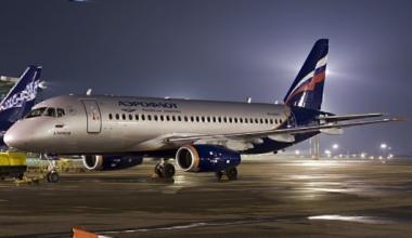 Aeroflot_Sukhoi_Superjet_RA-96007_Petrov-1
