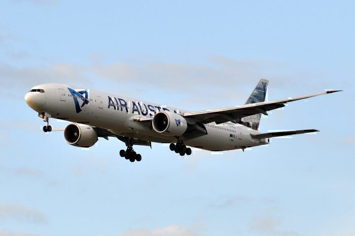 777-300-landing on Reunion