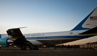 Air_Force_One_departs_Maxwell_150307-F-ZI558-0839