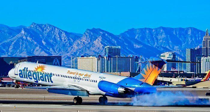 Allegiant-MD-80-landing-in-las-Vegas