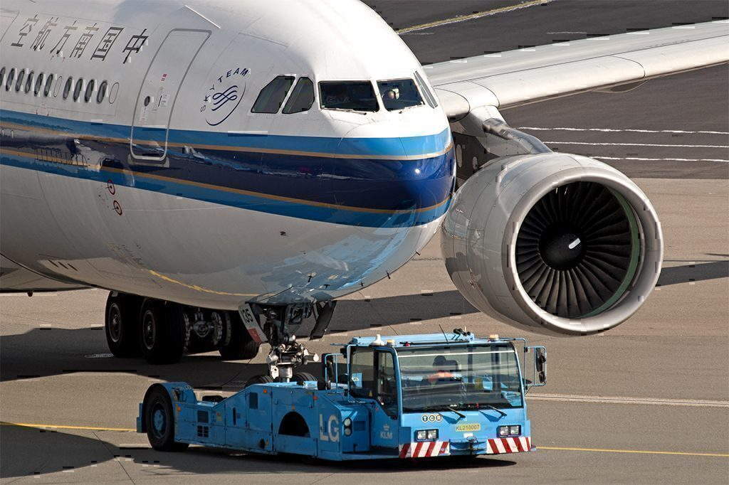 China Southern Aircraft with Tug