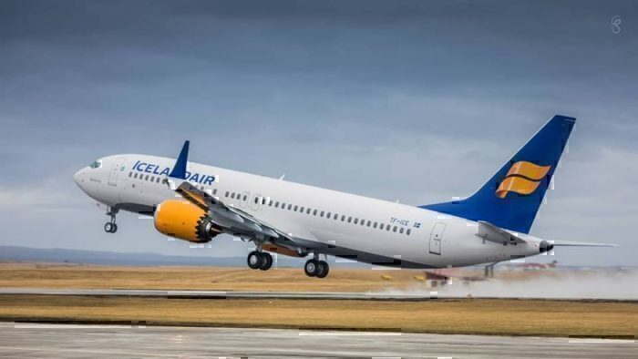 icelandair-737-MAX-taking-off