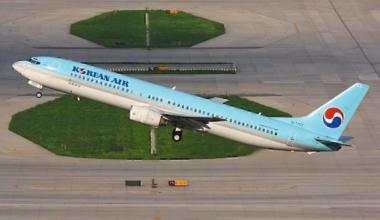 Korean_Air_Boeing_737-900_Zhu-1