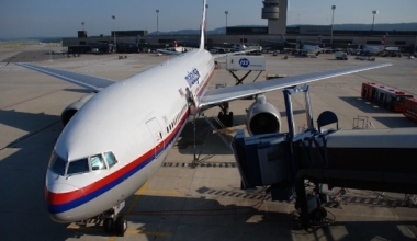 Malaysia_Airlines_Boeing_777-2H6ER,_9M-MRF@ZRH,20.07.2007-479ah_-_Flickr_-_Aero_Icarus