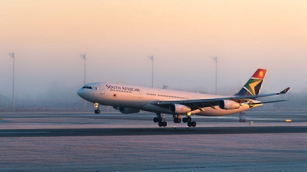 South African Airways Airbus A340-313 ZS-SXE MUC 2015 02
