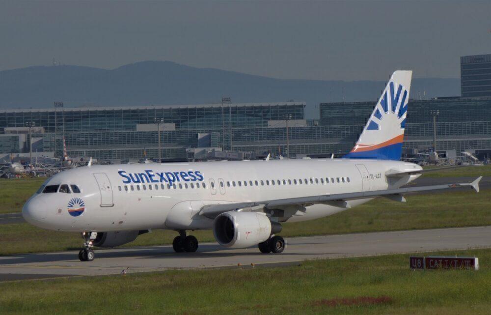 SunExpress A320 2 Resized
