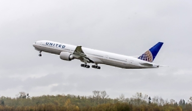 United Airlines B777-300 taking off