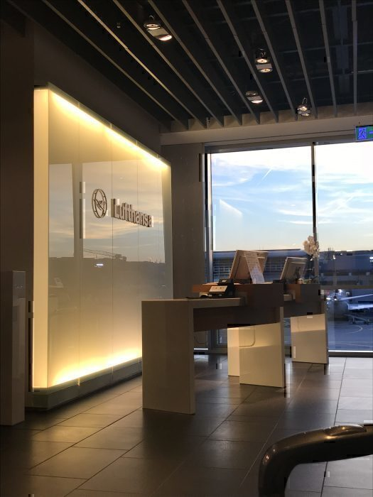 Lufthansa First Class Lounge Check-i