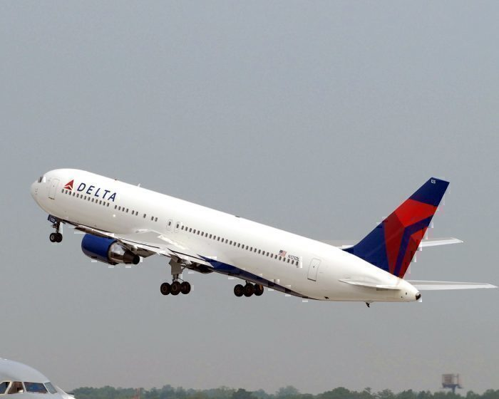 Delta Air Lines 767-400 takeoff
