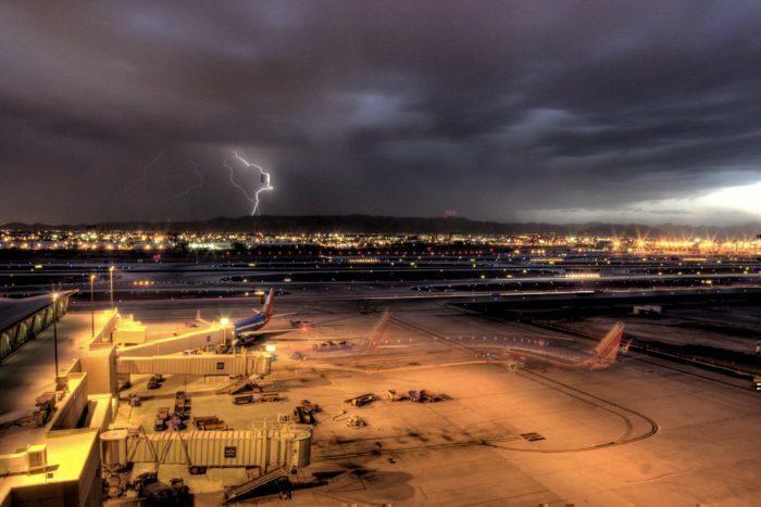 airport-lightning