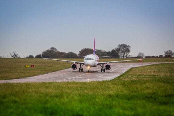 wizz-air-a321-runway