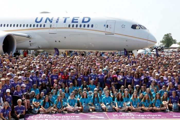 United Airlines Flies Dreamliner To Airshow With All Female Crew