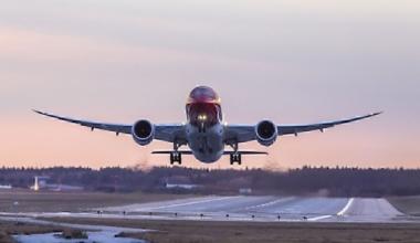 1280px-787_Sunset_departure