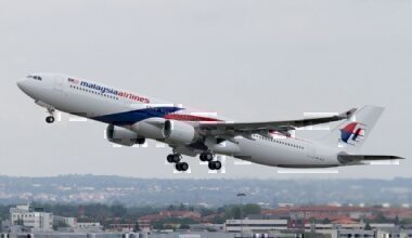 1280px-Malaysia_Airlines_Airbus_A330-323E_msn_1243_9M-MTE_(F-WWYP)