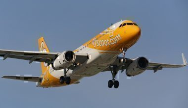 A Scoot Airbus A320 before landing