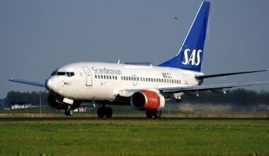LN-RGK_SAS_Scandinavian_Airlines_Boeing_737-683_-_cn_28313_takeoff_from_Schiphol_pic1