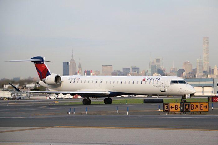 CRJ 900